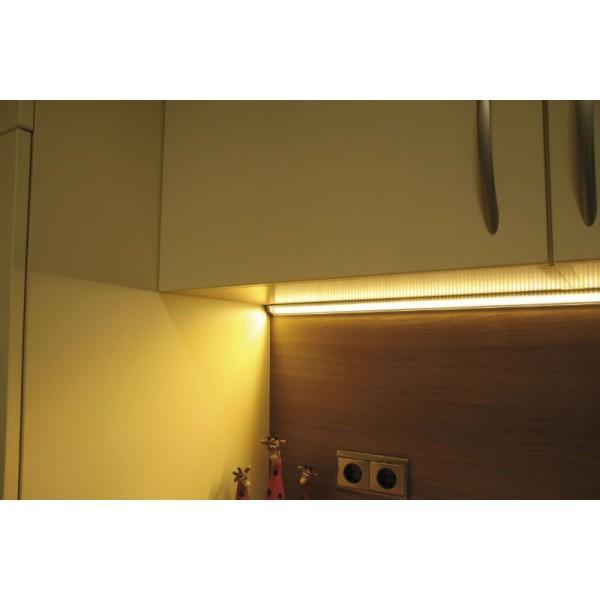 Hliníkový profil pro elegantní instalaci LED pásku do rohu. Nejčastěji se  používá pro instalaci pod horní skříňky kuchyňských linek 20ef2751dd